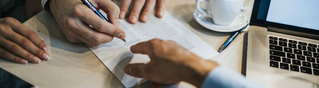 A Builder Signing a Contract Made Under the Security of Payment | Contracts Specialist